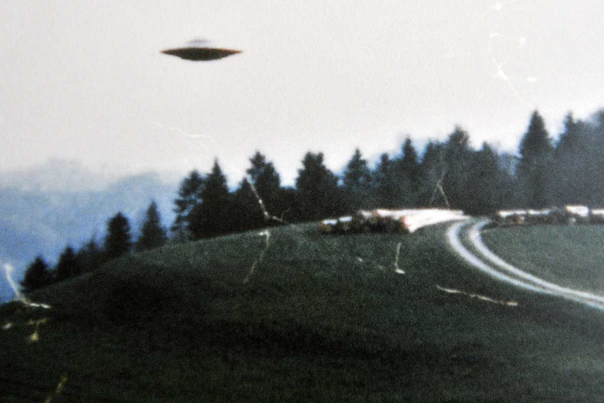Dispatches from Atlantis #15 cover.grainy ufo photo